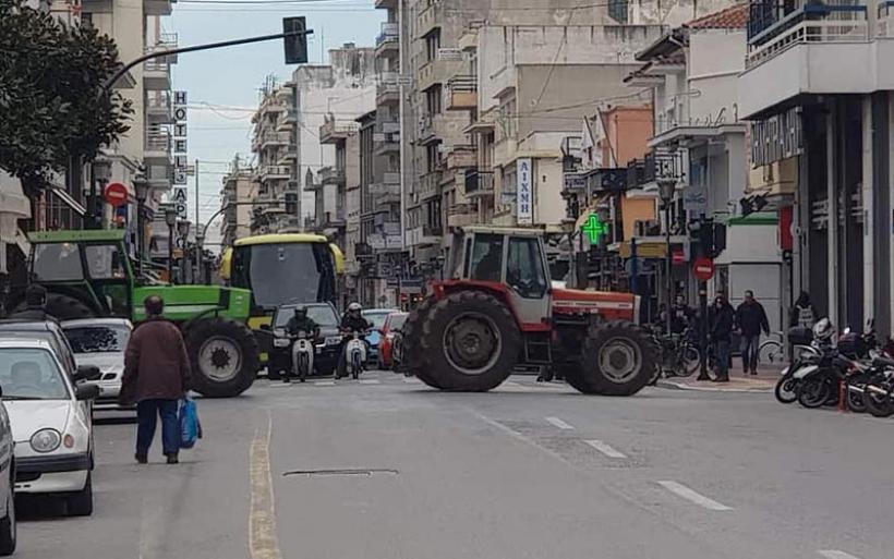 Συλλαλητήριο με τρακτέρ στο κέντρο του Βόλου