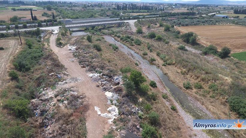 Σκουπιδότοπος ο Ξηριάς έξω από τον Αλμυρό - Ασυνείδητοι αδειάζουν καρότσες! (φωτο)