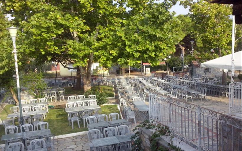 Λαϊκή βραδιά με ζωντανή μουσική στην πλατεία του Αϊδινίου