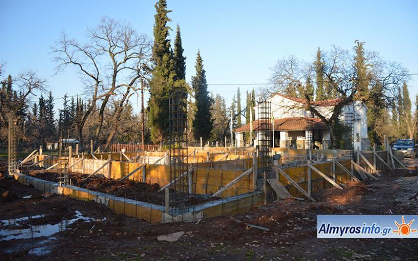 Με εντατικούς ρυθμούς η εγκατάσταση ξύλινου κτιρίου στο δάσος Κουρί (φωτο)