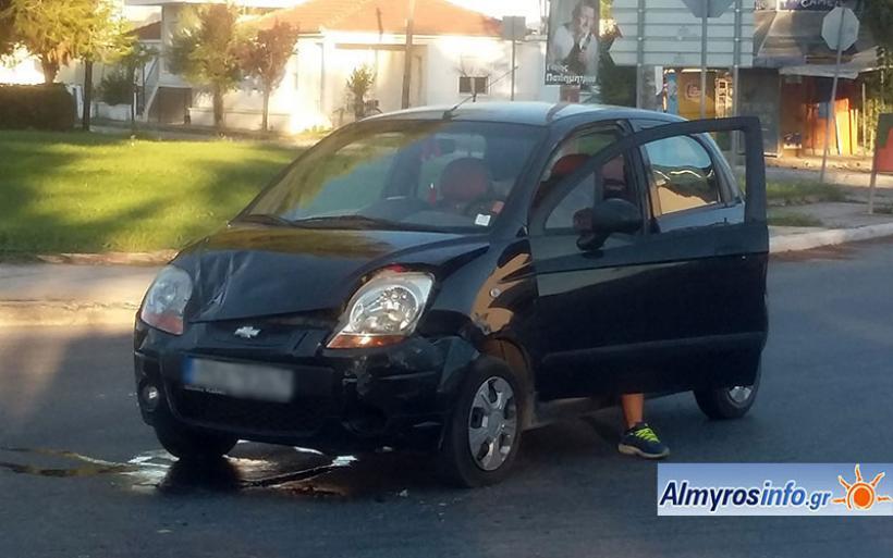 Τροχαίο ατύχημα στη διασταύρωση του 3ου Δημοτικού στον Αλμυρό