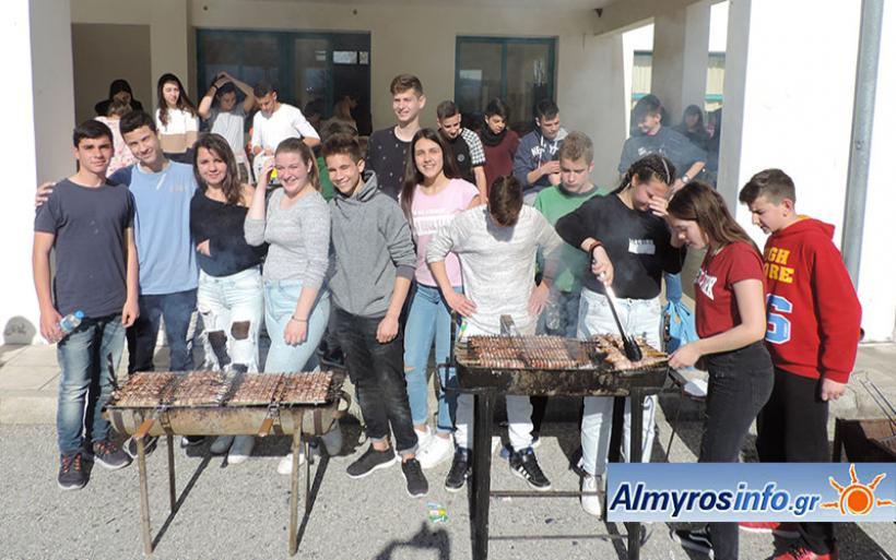 Το τσίκνισαν μαθητές και εκπαιδευτικοί στα 2ο Γυμνάσιο και ΕΠΑΛ Αλμυρού (φωτο)