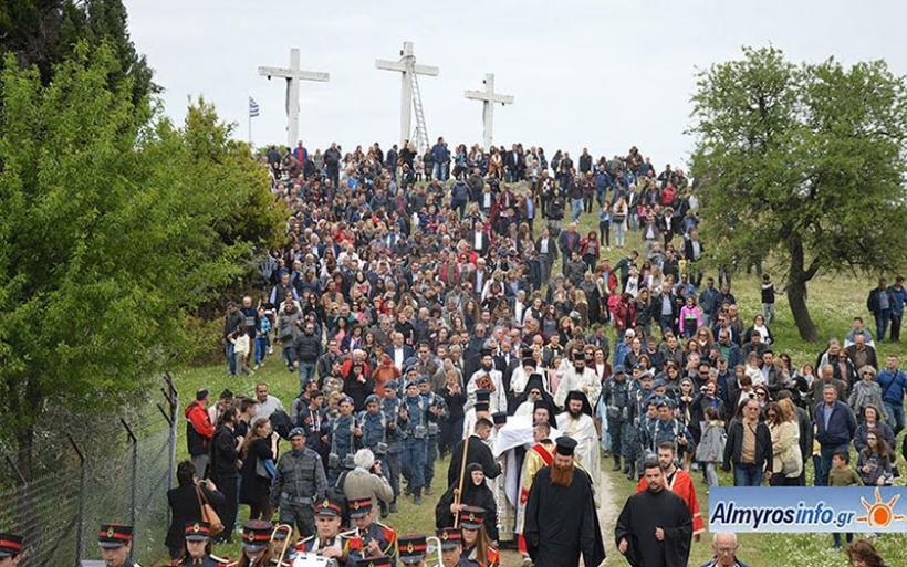 Πλήθος προσκυνητών στην Αποκαθήλωση στο Λόφο της Παναγίας Ξενιάς (φωτο&βίντεο)