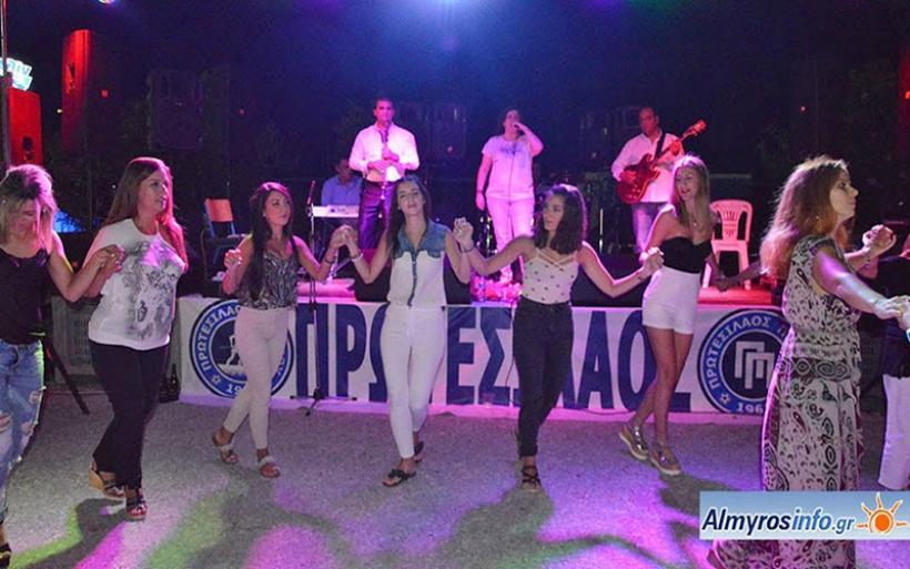 Κέφι και χορός στο γλέντι με την Γωγώ Τσαμπά στον Πτελεό (φωτο)