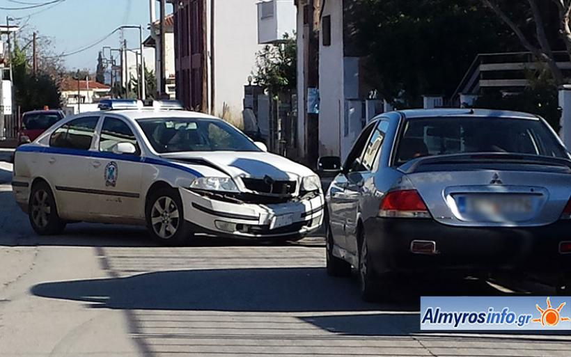 Αλμυρός: Παραβίασε STOP και συγκρούσθηκε με περιπολικό (φωτο)