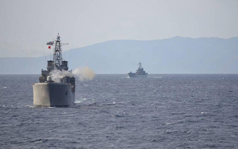 Το Πολεμικό Ναυτικό σε πλήρη ετοιμότητα – Αρματαγωγά και φρεγάτες δάμασαν τον Παγασητικό (φωτο)