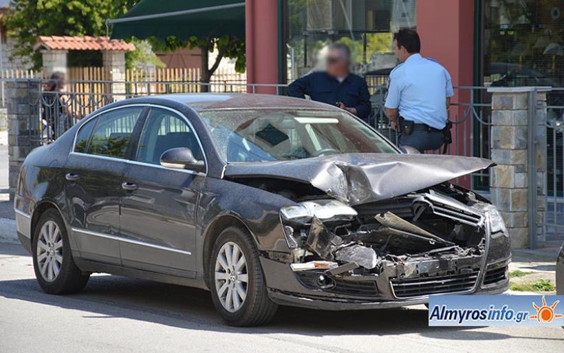 Ατύχημα στον Αλμυρό με υλικές ζημιές (φωτο)