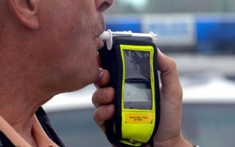 Συνελήφθη να οδηγεί υπό την επήρεια αλκοόλ κοντά στον κόμβο Μικροθηβών