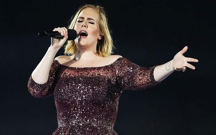 H Adele ετοιμάζει νέα τραγούδια μετά το διαζύγιό της
