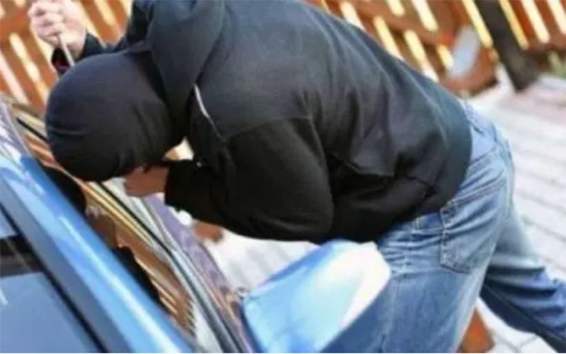 Άγνωστοι διέρρηξαν αυτοκίνητο στο ΣΕΑ Σούρπης και έκλεψαν laptop και χρήματα