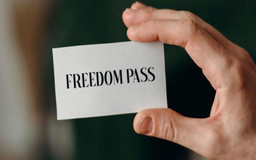 Κοροναϊός: Άνοιξε η πλατφόρμα freedom pass για την κάρτα των 150 ευρώ