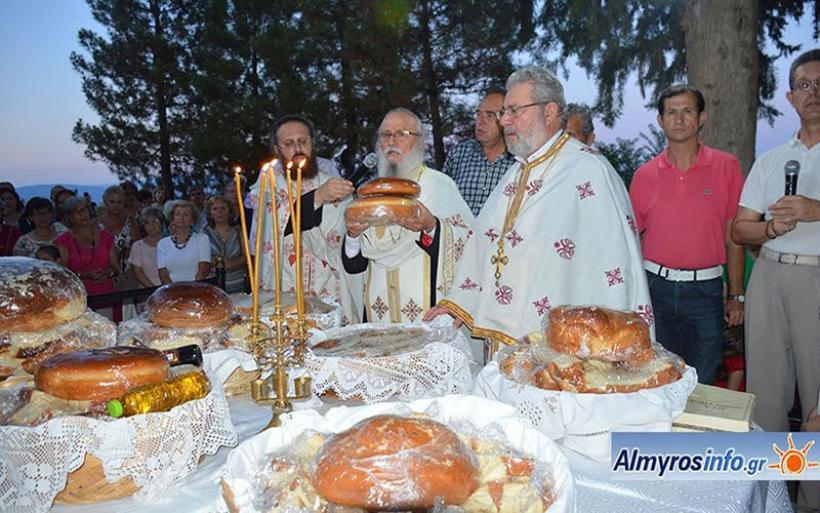 Πλήθος πιστών για τον εορτασμό των Αγίων Αναργύρων στον Αλμυρό (φωτο)