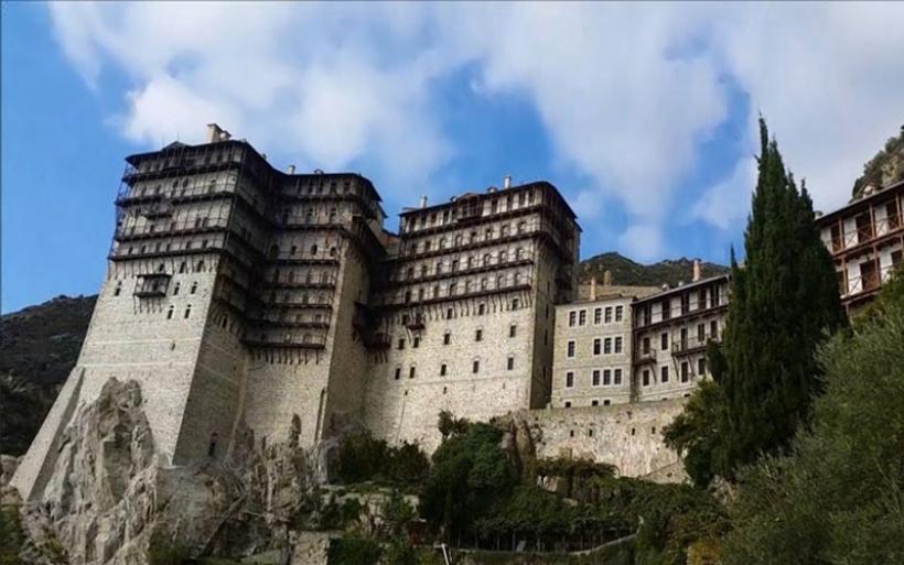 Θρίλερ με τον θάνατο Ρουμάνου στο Άγιον Όρος: Έπεσε από μοναστήρι ύψους 30 μέτρων