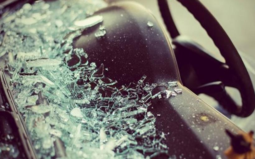 Μια νεκρή και εννέα τραυματίες από ανατροπή οχήματος, που πιθανώς μετέφερε μετανάστες