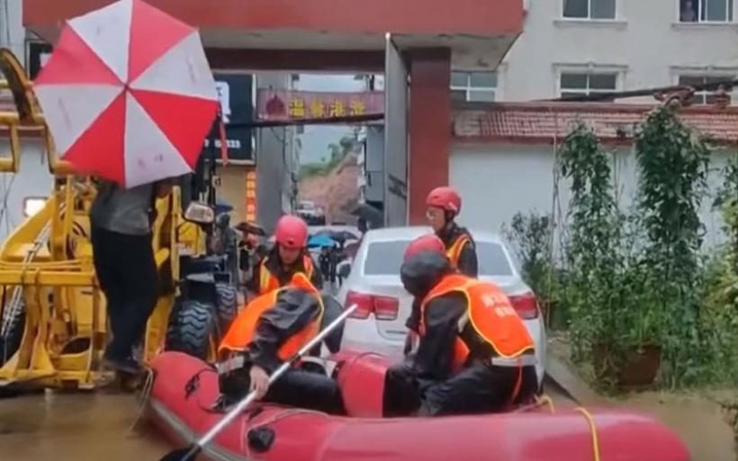 Κίνα: Δεκάδες νεκροί από τις καταρρακτώδεις βροχές - Εκατομμύρια πολίτες εγκατέλειψαν τα σπίτια τους