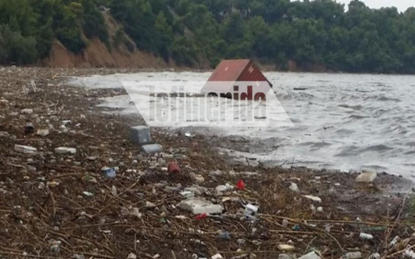 Απόκοσμες εικόνες σε Χαλκούτσι, Δήλεσι, Αυλίδα -Ξεβράστηκαν ακόμη και κοντέινερ και οικιακές συσκευές από την Εύβοια