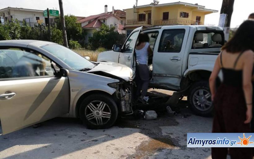 Τροχαίο ατύχημα στην Ευξεινούπολη- Τραυματίστηκε ελαφρά 46χρονος(φωτο)