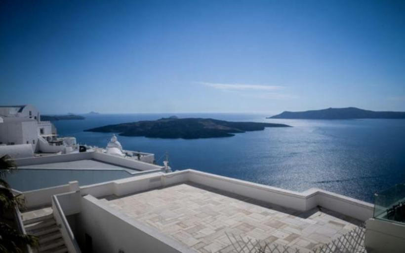 Κοροναϊός – Τουρισμός : Αγχώνουν τους επιστήμονες οι ασυμπτωματικοί ασθενείς – Τι προτείνει ο ΠΙΣ για τα νησιά