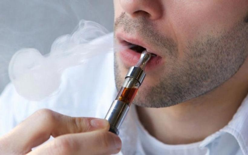 Οι Βρετανοί εμπειρογνώμονες παροτρύνουν τους καπνιστές να στραφούν στα ηλεκτρονικά τσιγάρα για να κερδίσουν μεγάλα οφέλη στην υγεία