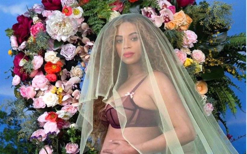 Η Beyonce ανακοίνωσε πως περιμένει δίδυμα