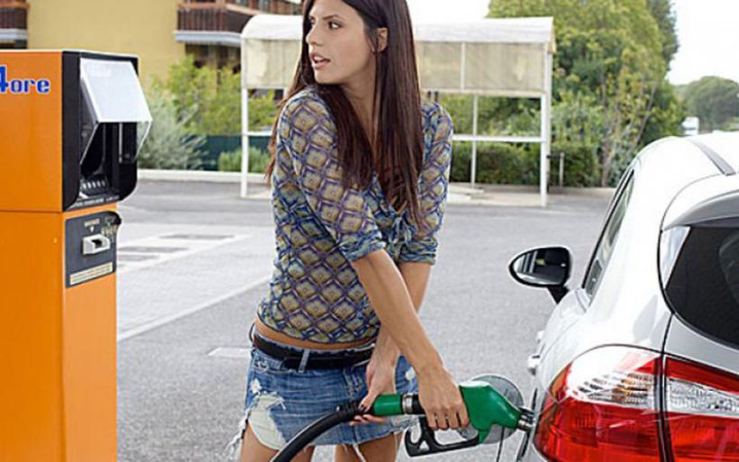 Μείωση προμήθειας τραπεζών από κάρτες ζητούν οι βενζινοπώλες