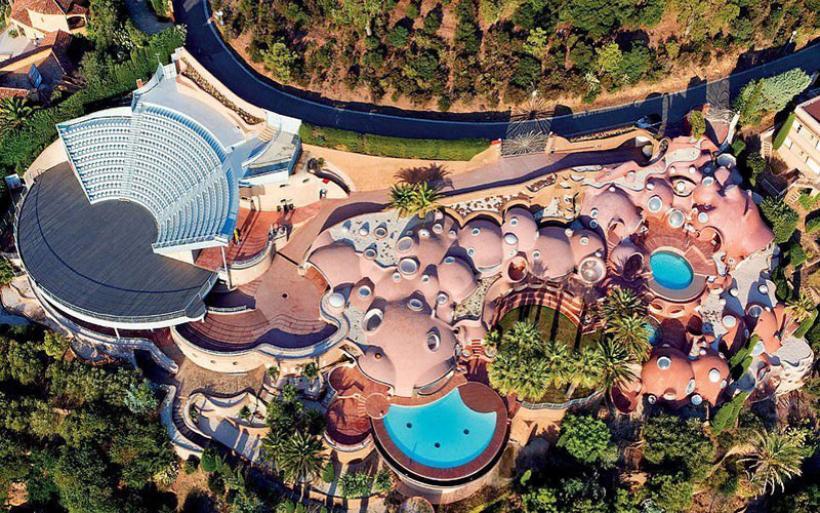 Στο σφυρί το «Παλάτι Φυσαλίδων» του σχεδιαστή μόδας Pierre Cardin