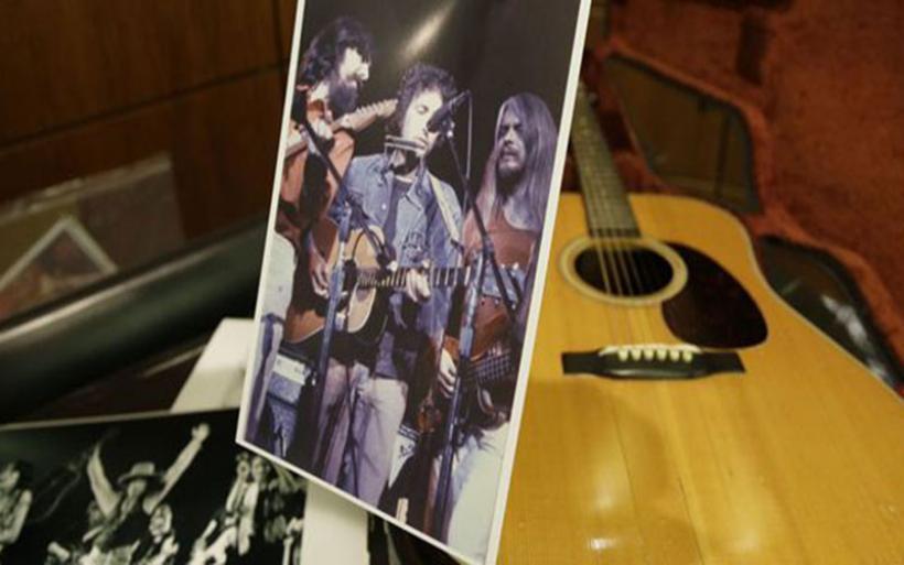 Κιθάρα του Bob Dylan πουλήθηκε 400.000 δολ. σε δημοπρασία