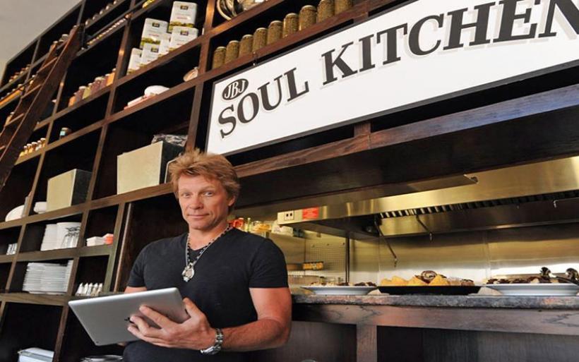 Jon Bon Jovi: Δωρεάν φαγητό από την ψυχή και την κουζίνα του, σε όσους το έχουν ανάγκη