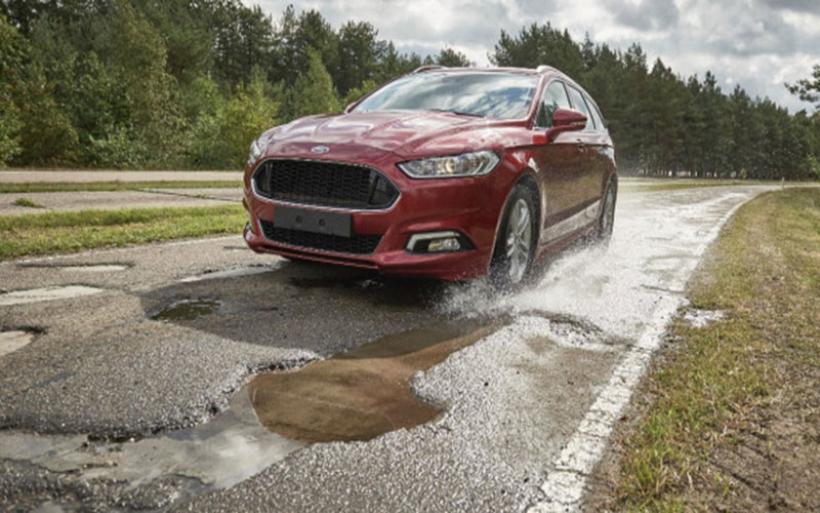 H Ford θα προειδοποιεί για λακκούβες απευθείας στο ταμπλό σας