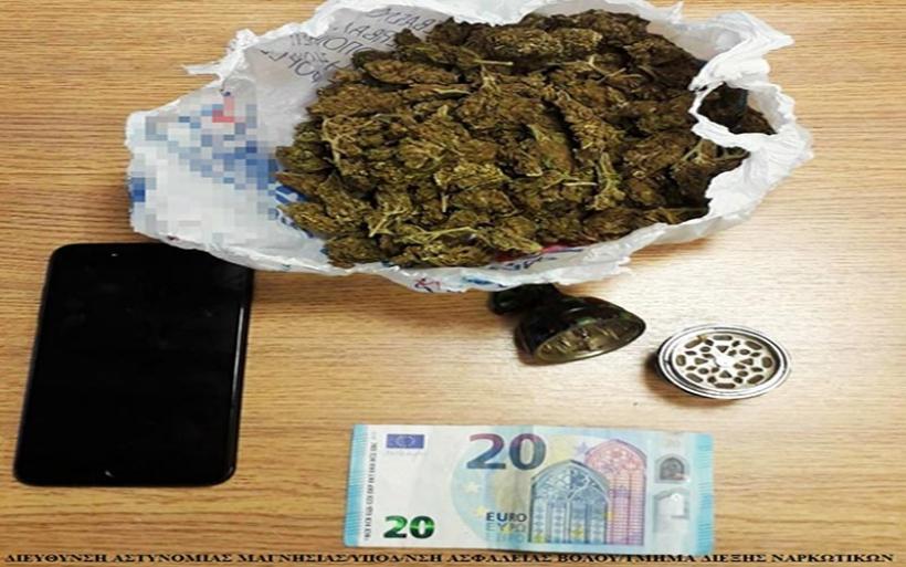 Βόλος: Πέταξε από το μπαλκόνι το χασίς - Συνελήφθη για ναρκωτικά και απείθια