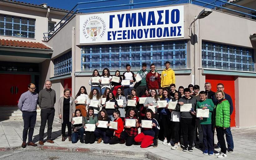 Μαθητές του Γυμνασίου Ευξεινούπολης εκπαιδεύονται να σώζουν ζωές (βίντεο&φωτο)