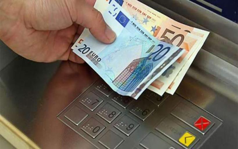 Βρήκε 35 ευρώ σε ΑΤΜ, τα έδωσε πίσω και σίγουρα στάθηκε τυχερός