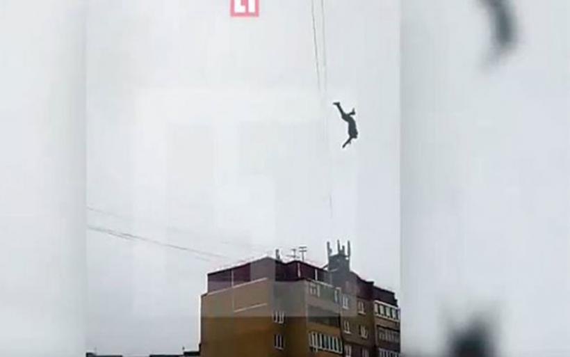 Τραγωδία στη Ρωσία: «Σχοινοβάτης» έπεσε από ύψος 30 μέτρων (vid)