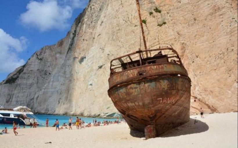 H φοβερή ιστορία για το Ναυάγιο της Ζακύνθου που έγινε ένας από τους πιο διάσημους προορισμούς στον κόσμο!