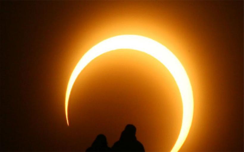 «Το δαχτυλίδι της Φωτιάς»: Απόψε η δακτυλιοειδής ή μερική έκλειψη του Ήλιου
