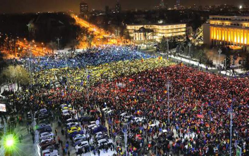 Ρουμανία: «Κλέφτες, παραιτηθείτε!», το σύνθημα που κυριάρχησε για 13η μέρα