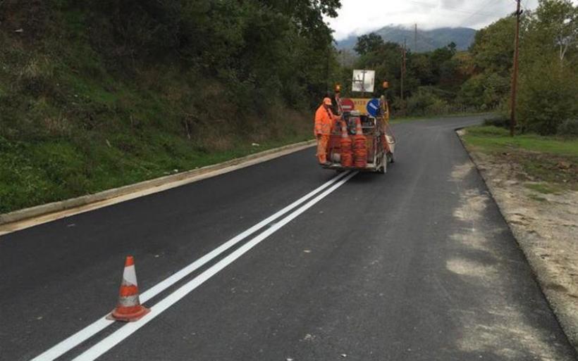 Προκηρύχθηκαν δύο έργα για καθαρισμό ερεισμάτων και διαγράμμιση του οδικού δικτύου Μαγνησίας
