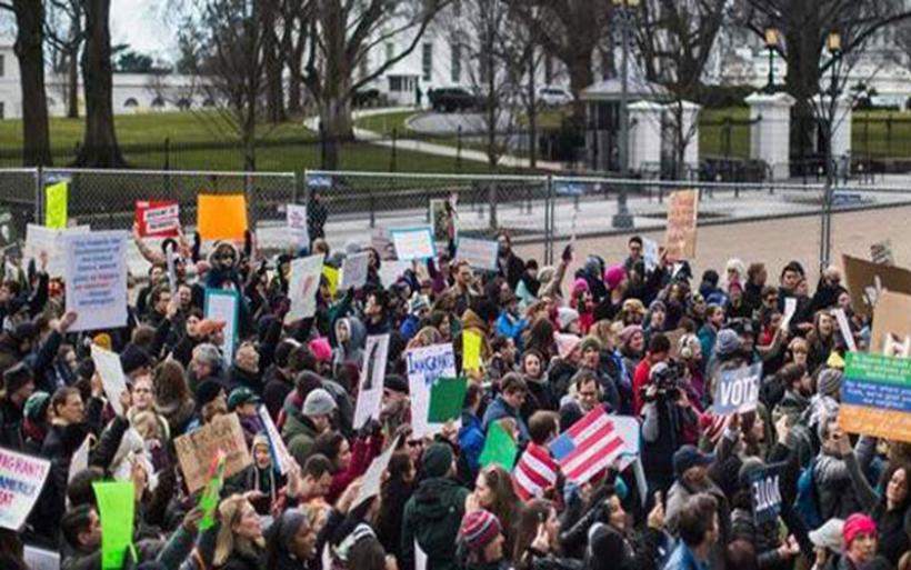 Οργή λαού στις ΗΠΑ για το διάταγμα Τραμπ