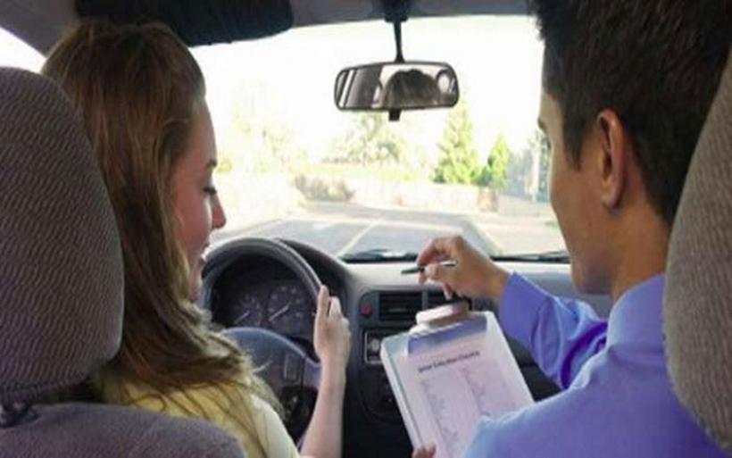 Δίπλωμα οδήγησης: Συνεχίζουν την αποχή οι εξεταστές. Στην αναμονή 30.000 υποψήφιοι