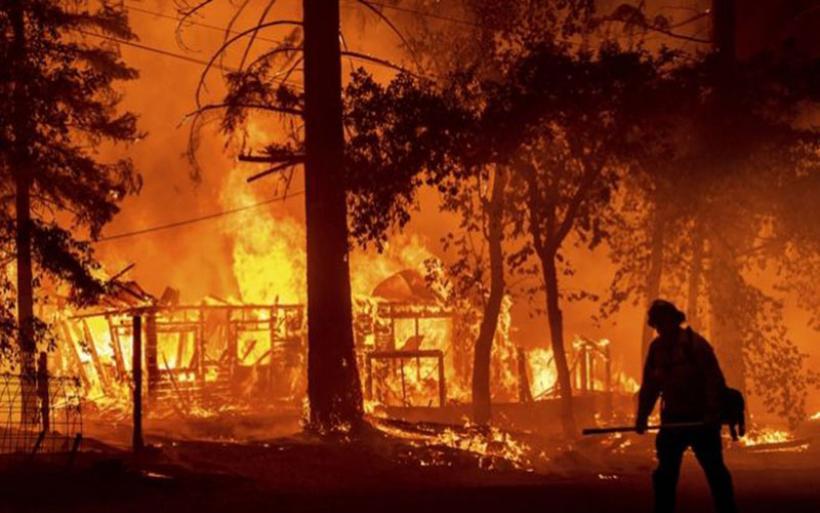 """Καλιφόρνια: Η εξάπλωση της πυρκαγιάς """"Ντίξι"""" επηρεάζει τις μετεωρολογικές συνθήκες"""