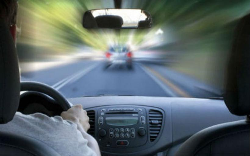 Το αλκοόλ και το κινητό σκοτώνουν: Σοκαριστική καμπάνια για την οδική ασφάλεια