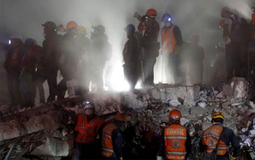 Μεξικό: Μάχη με τον χρόνο για να σωθούν παγιδευμένα παιδιά από τα ερείπια του σχολείου
