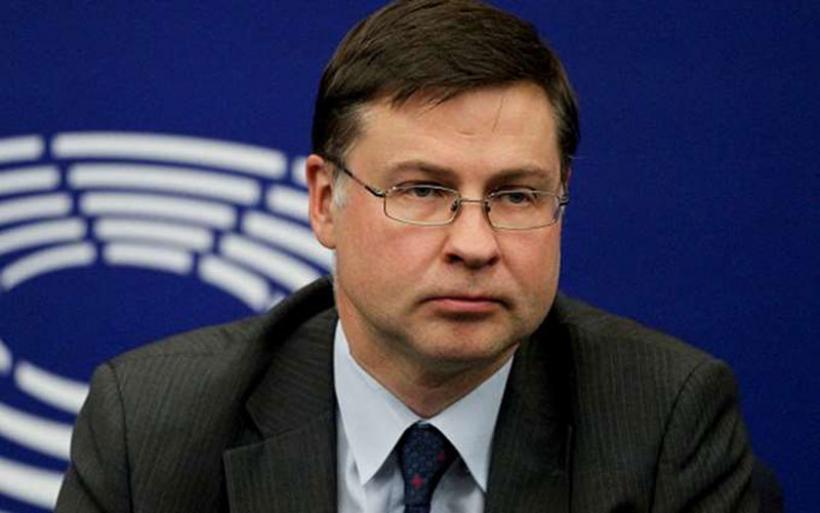 """Ντομπρόβσκις: """"Ζήτημα μηνών"""" η απόφαση για το ελληνικό χρέος"""