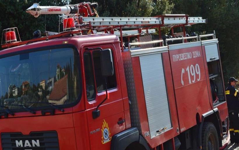 Φωτιά σε μαντρί κι αποθήκη με άχυρα στην Κονταρόλακκα Αλμυρού