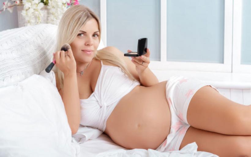Τι μπορεί να συμβεί στο μωρό από κάποια καλλυντικά και είδη υγιεινής που χρησιμοποιεί η έγκυος μητέρα του