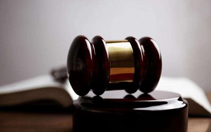 5.550 ευρώ ποινή στο Βόλο σε «νταή» που σακάτεψε τη γυναίκα του στο ξύλο