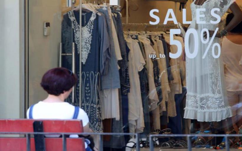 Ξεκίνησαν οι εκπτώσεις – Ανοιχτά τα καταστήματα την Κυριακή
