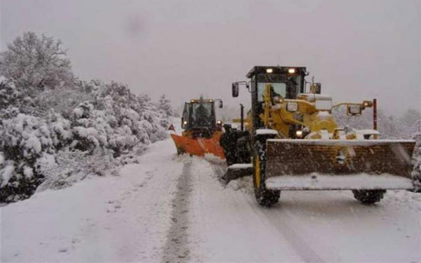 Σε όλο το οδικό δίκτυο της Θεσσαλίας επιχειρεί με μηχανήματα η Περιφέρεια