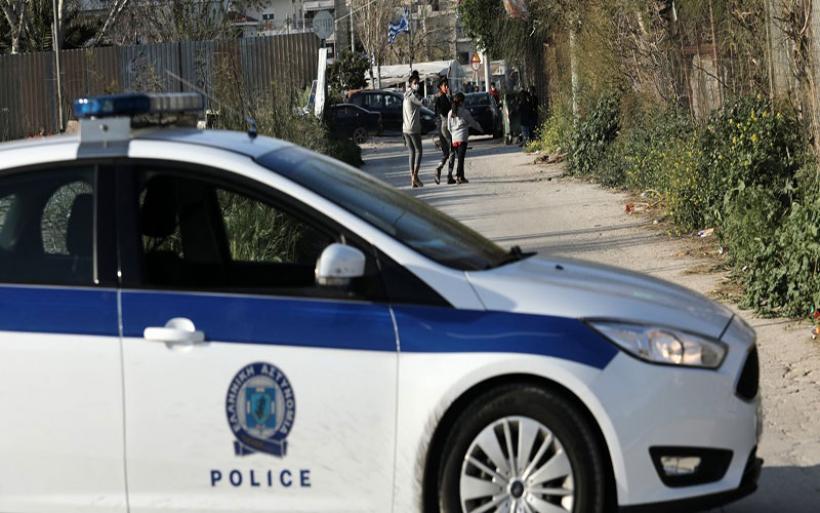 Αστυνομικοί, δικηγόροι και συμβολαιογράφοι σε κύκλωμα που έδινε άδειες διαμονής