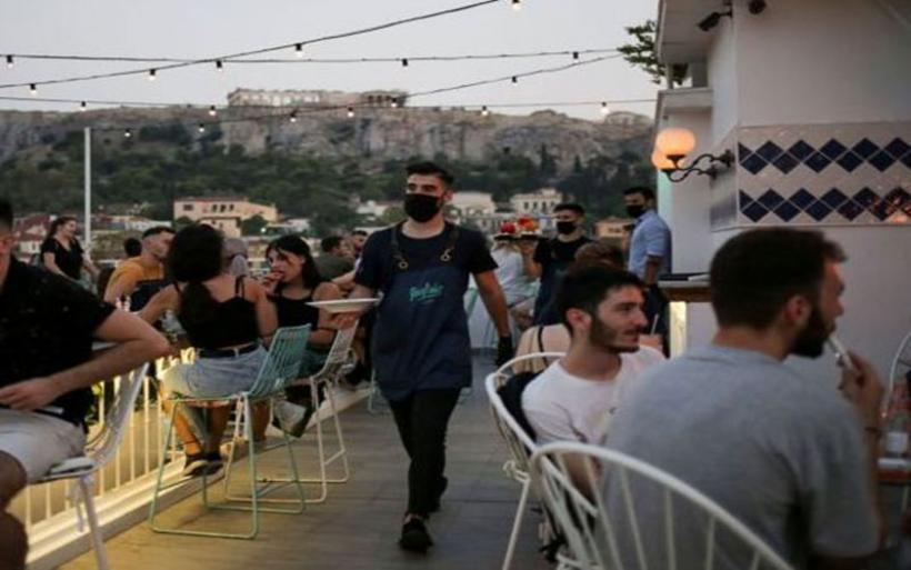 Κοροναϊός: Πόσο κοντά είναι η επιστροφή του SMS και τα τοπικά lockdown; – Τι εκτιμούν οι ειδικοί για τα νέα μέτρα